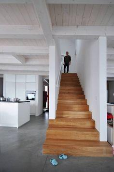 Form follows Bebauungsplan: ausgefallener Flur, Diele & Treppenhaus von edoart architecture and design