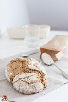 Ein richtiges Sauerteig-Brot selber machen - es ist wirklich nicht schwer - die Anleitung dazu gibt es auf meinem Blog! Baking, Food, Peasant Bread, Breads, Food Food, Bakken, Bread, Meals, Backen