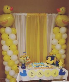 Rubber Duck Baby Shower Ducky Baby Showers, Baby Shower Duck, Rubber Ducky Baby Shower, Cute Baby Shower Ideas, Cheap Baby Shower, Baby Shower Vintage, Baby Shower Decorations For Boys, Boy Baby Shower Themes, Baby Shower Parties
