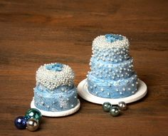 Charming Miniature Christmas Cake for Your Dollhouse by DinkyWorld