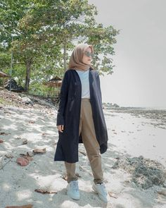 Casual Hijab Outfit, Ootd Hijab, Hijab Chic, Casual Outfits, Muslim Fashion, Hijab Fashion, Women's Fashion, Baggy Pants Outfit, Cute Comfy Outfits