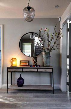 miroir entree, meuble d'entrée et miroir rond au mur