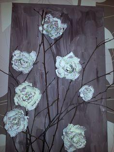 ein Bild mit Rosen, aus Eierkartons