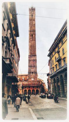 Torre degli Asinelli  Torre della città di Bologna
