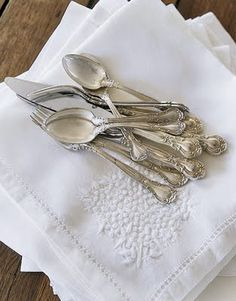 Create an heirloom tablescape: antique silver and SFERRA hand-emboridered French Knot linens. Originally posted on http://frenchlarkspur.blogspot.ca/2009/11/holiday-table-settings.html