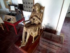 Items owned by Gabo's family and a statue of Ursula Buendia in the Telegraph Museum Gabriel Garcia Marquez, Largest Countries, Countries Of The World, Literary Heroes, Colombian Culture, Spanish Speaking Countries, Colombia Travel, Travel Expert, How To Speak Spanish