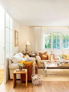 00446961 O. 3-Salón en tonos claros con dos sofás en blanco colocados en forma de L junto alrededor de la mesa de centro_00446961 O