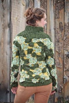 crochet - I'll be 100 years old before I'll be able to do this but it sure is gorgeous