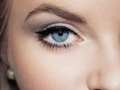 7 Makeup Tricks for Gorgeous Blue | http://amazingeyemakeuptips.13faqs.com