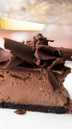 Triple Chocolate Oreo Cheesecake ~ Recipe – Famous Last Words Oreo Cheesecake Receta, Chocolate Oreo Cheesecake Recipe, Chocolate Cream Cake, Coconut Hot Chocolate, Melting Chocolate, Yummy Treats, Delicious Desserts, Snacks, 1 Cup