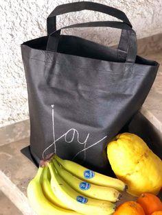 Χειροποιητες ζωγραφισμενες υφασμάτινες τσαντες για ψώνια με στυλ 🛒 Shopping Bags, Hand Painted, Tote Bag, Fashion, Moda, Fashion Styles, Shopping Bag, Totes, Fashion Illustrations