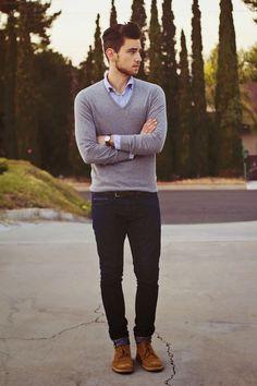 O suéter pode ser interessante com camisa e calça jeans masculina.