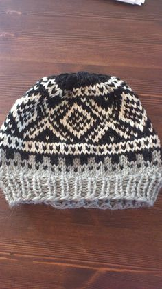 Crochet and knitting madness :): Dilla on Marius pattern :)) Knitting Stitches, Knitting Patterns, Red Mittens, Norwegian Knitting, Fair Isle Pattern, Crochet Projects, Knitted Hats, Pattern Design, Swatch