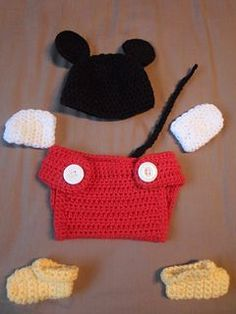 Pinner said: Mickey Mouse baby set.I modified diaper cover slightly, elongating it as I crochet shorter rows. I also flared the top front on either side. Crochet Bebe, Crochet For Kids, Knit Crochet, Free Crochet, Ravelry Crochet, Baby Mickey, Crochet Baby Clothes, Crochet Baby Hats, Baby Patterns