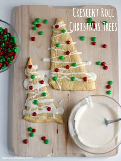 Crescent Roll Christmas Tree Treats @MakeandTakes.com.com....easy to make with kids!