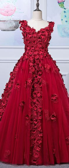 Fascinating Tulle V-neck Neckline A-line Prom Dress With 3D Beaded Flowers & Lace Appliques & Beadings