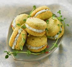Pumpkin Whoopie Pies - thanks to Libolt New Recipes, Favorite Recipes, Healthy Recipes, Baies Roses, Biscuits, Pumpkin Whoopie Pies, Cocktail Recipes, Cocktail Food, Salmon Burgers
