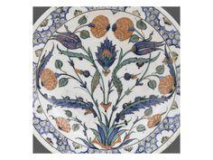 Plat aux roses et tulipes mouchetées de rouge entrelacées  - Musée national de la Renaissance (Ecouen)