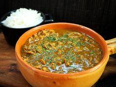 Tänään teki mieli curryä, mutta päätin vaihteeksi tehdä sen porsaan suikaleista. Siitä tulikin niin hyvää että koko setti tuli ahmittua keralla 😊