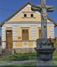 Folk architecture of Hungary – Fronts Central Europe, Traditional House, Art And Architecture, Cottage Style, Cool Pictures, Around The Worlds, Farmhouse, Travelogue, Mansions