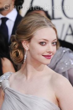 low curly chignon #amandaseyfried #amandaharrisonfashion #amandaseyfriedfashion