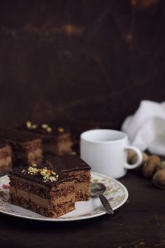 Nuts and chocolate buttercream Chef Recipes, Cooking Recipes, Romanian Food, Chocolate Buttercream, Something Sweet, Food Inspiration, Biscuits, Food And Drink, Sweets
