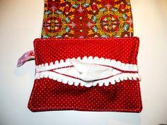 Taschentuch-Taschen gibt es ja einige, gerne auch Tatüta´s genannt. Aber hier kommt ein ganz besonderes Exemplar mit Klappe und Knopfverschluss. S...