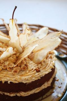 roast slices of fruit to make into cake decorations... http://main.kitchendaily.com/recipe/spiced-pumpkin-ginger-cake-with-caramelized-pears-149928/