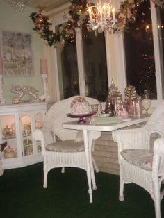 Pin By Carolyn Lovell On Pink Kitchens | Pinterest | Pastell ... Wintergarten Design Mit Teestube Bilder