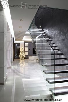 Glass steps and lights will change the appearance Minimalist Home Interior, Minimalist House, Simple Pictures, House Stairs, Apartment Interior Design, Contemporary Interior Design, Luxury Living, Decoration, Hallway Ideas