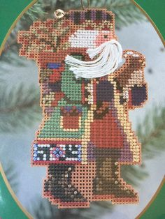 "Mill Hill Northwoods Santas ""Holly Berries Santa"" Ornament Kit 