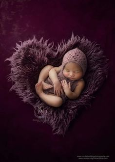 Every breastfeeding or pumping mom needs to know how to store breast milk properly in order to ensure your hard work doesn't go to waste. I mean breast milk is … Third Baby, First Baby, Baby Kicking, Foto Baby, Digital Backdrops, After Baby, Baby Arrival, Pregnant Mom, Jolie Photo