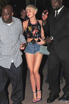 Miley Cyrus Spits Water on Her 'Bangerz' Audience As They Scream For More! (Video): Photo Miley Cyrus wears a crop top to reveal her super toned torso as she arrives at Cameo Nightclub for her Bangerz Tour celebration on Saturday night (March in Miami,… Miley Cyrus Outfit, Miley Cyrus Style, White Girls, White Women, Girly Girls, Hannah Montana, Rihanna, Divas, Miley Cyrus Pictures