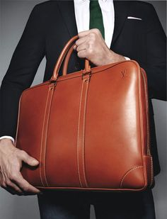 Best backpack or duffel bag can make a gentlemen looks dapper, bring a nice vintage suitcase present a men's fashion style, that's only path to become a true gentlemen. A leather bags and older suitcase is basic elements of a true gentlemen. Mens Leather Laptop Bag, Leather Briefcase, Leather Men, Leather Bags, Fashion Handbags, Fashion Bags, Mens Fashion, Suitcase Decor, Small Luggage
