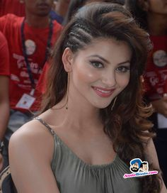Picture # 314512 of Urvashi Rautela with high quality pics,images,pictures and photos. Indian Bollywood Actress, Beautiful Bollywood Actress, Most Beautiful Indian Actress, Beautiful Actresses, Front Hair Styles, Long Hair Wedding Styles, Beautiful Girl Photo, Beauty Full Girl, India Beauty