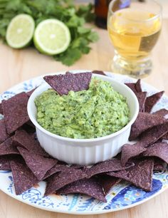 Guac-kale-mole | A delicious way to sneak in your greens! #healthy #snacks