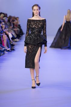 Spring-Summer black sheer lace boat neck knee length dress with peplum and slit. This is a sexy but elegant dress! The peplum is glam and the slit adds some sex appeal. Elie Saab Couture, Michelle Dockery, Fashion Week, Love Fashion, Fashion Show, Beyonce, Ellie Saab, Black Sheer Top, Couture Details
