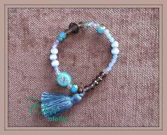 Pulsera con borla azul celeste