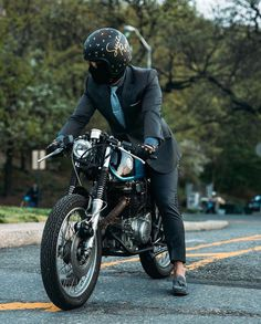 How to ride a bike in a Cafe Racing, Cafe Racer Motorcycle, Modern Gentleman, True Gentleman, Terno Casual, Foto Picture, Mens Fashion Blog, Fashion Ideas, Riding Quotes