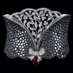 A cufftastic piece by Gilan #jewelleryaddict #cuffbracelet #jewelleryporn #JewelGasm #jewelgram #mrsortonsinstaglam