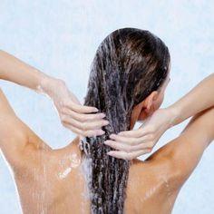 Soha többet nem hullik a hajad, ha így használod a samponod - Ripost