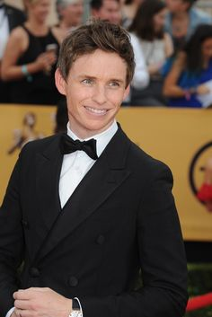 Eddie Redmayne on the SAG Awards Red Carpet. [Photo by Amy Graves]
