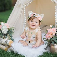 When mom dresses you like a deer for your first birthday and you love it. 1st Birthday Photoshoot, 1st Birthday Party For Girls, First Birthday Dresses, 1st Birthday Cake Smash, First Birthday Pictures, Twin First Birthday, Baby Birthday, Birthday Ideas, Foto Baby