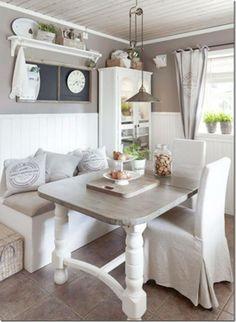 What a charming little nook. Looks like the perfect cottage corner. via http://caseeinterni.blogspot.com/