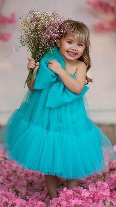 Cute Kids Photos, Cute Baby Pictures, Girl Photos, Little Girl Photography, Children Photography Poses, Little Girl Outfits, Cute Little Girls, Funny Babies, Cute Babies