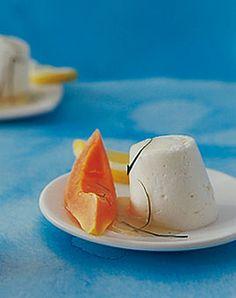 Zitronen-Mousse mit Jogurt und Papaya - Sauer macht lustig: Rezepte mit Zitrone - [LIVING AT HOME]