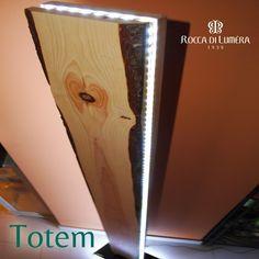 TOTEM - Elegante e moderna Piantana ricavata da un tronco di Pino Rosso con splendide venature, levigato e lavorato a mano da artigiani siciliani. Le luci a Led su tutto il perimetro la rendono particolarmente elegante e moderna #handmade #sicily #ecodesign #interior #design