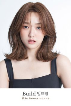 New womens hair medium short shoulder length ideas Korean Hair Color, Korean Short Hair, Shot Hair Styles, Curly Hair Styles, Medium Hair Styles For Women, Middle Hair, Hair Streaks, Permed Hairstyles, Medium Hairstyles