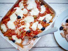 Zapečené těstoviny s rajčaty, olivami a ricottou – Recepty z postele Penne, Ricotta, Mozzarella, Vegetable Pizza, Cauliflower, Vegetables, Fitness, Food, Gymnastics