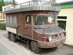 What a camper! Camper Caravan, Truck Camper, Camper Trailers, Camper Van, Mercedes Benz Unimog, Mercedes Camper, Mini Camper, Vw Bus, Camping Diy